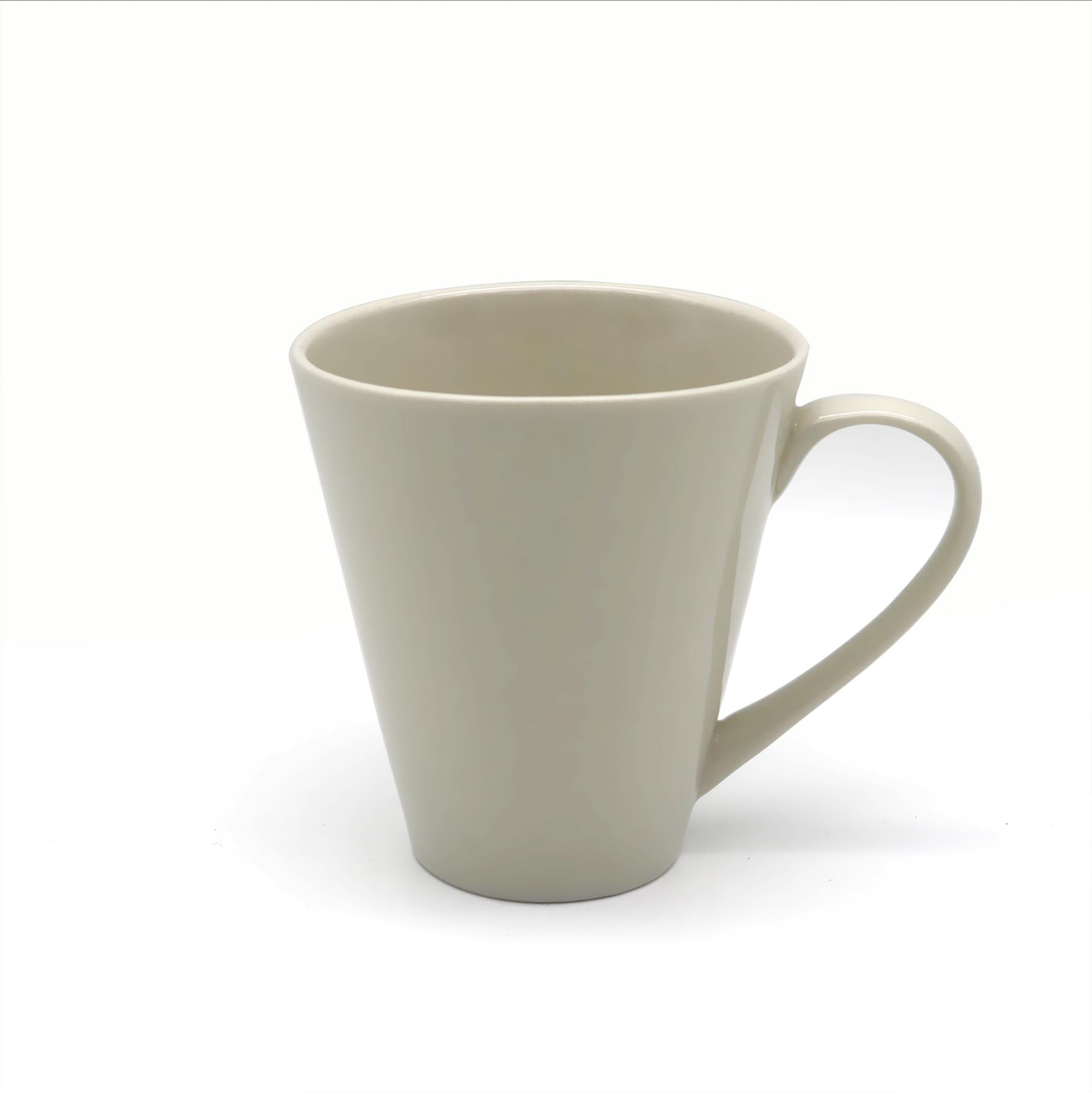 cốc làm bằng sứ